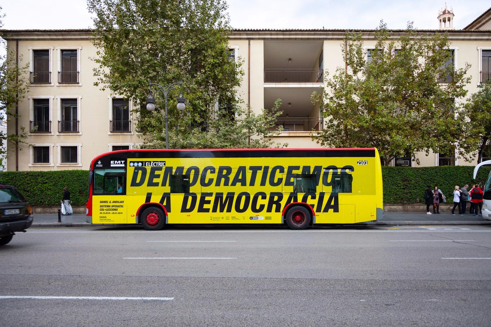 Daniel G. Andújar (2011) Democraticemos la democracia (Democratise democracy)