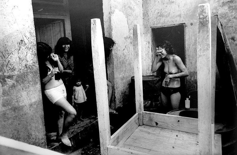 Photographie de Fernell Franco, Prostitutas, 1968, emulsion de gelatine d'argent, 20,3 x 25,3cm, Collection Vanessa Franco
